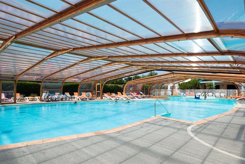 Piscine couverte camping avec piscine couverte en vend e for Camping ile de noirmoutier avec piscine couverte